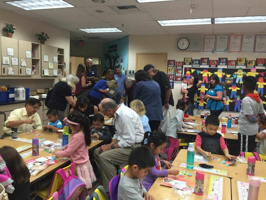 The room full of family to make our Turkey Thanksgiving craft!